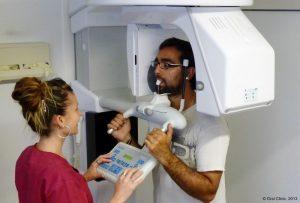 Clinique-Dentaire-Espagne-pour français. La clinique dentaire de Cunit dispose d'un chirurgien de nationalité française, qui effectue des interventions dans plusieurs cliniques de Barcelone et Tarragone
