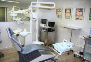Clinique-Dentaire-Espagne-Barcelone. La clinique dentaire de Cunit (Espagne) vous offre la pratique de toute catégorie de traitements bucco-dentaires.